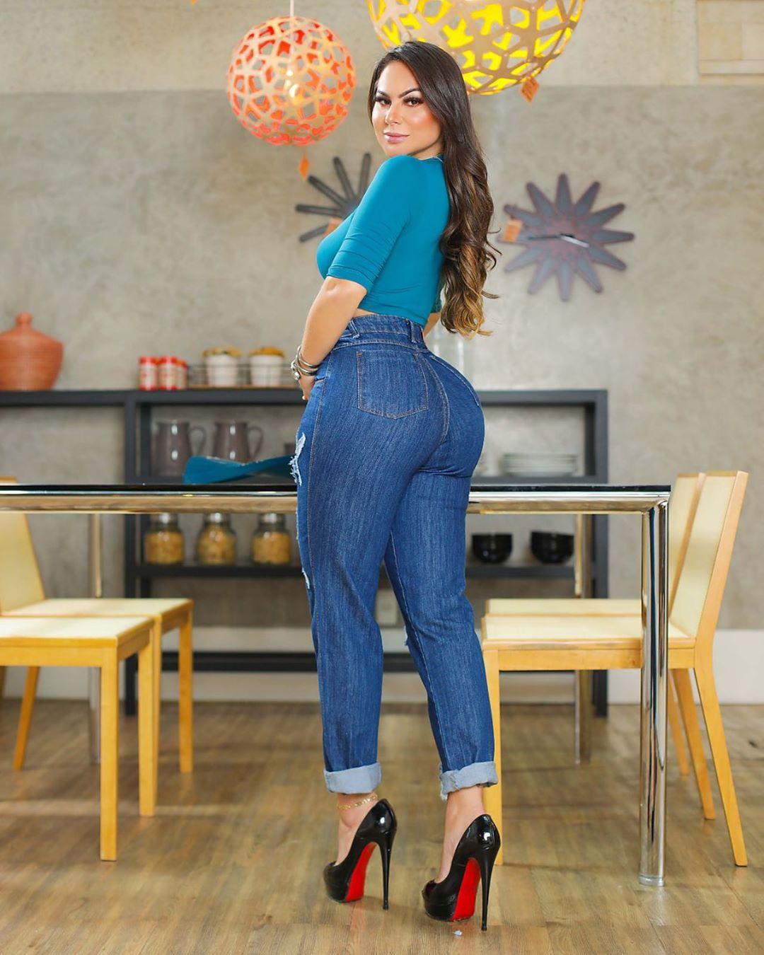Calça Mom Jeans Premium Destroyed Escura 01
