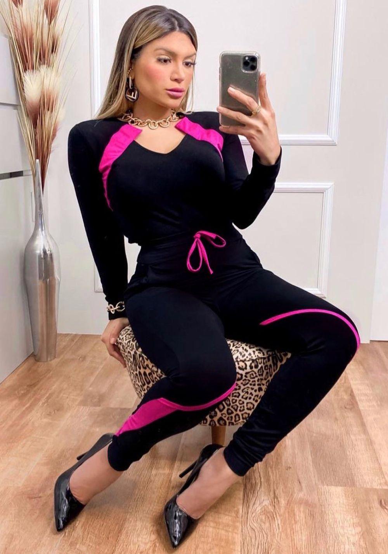 Conjunto de Blusa e Calça com Bolso Moletinho Preto com Pink
