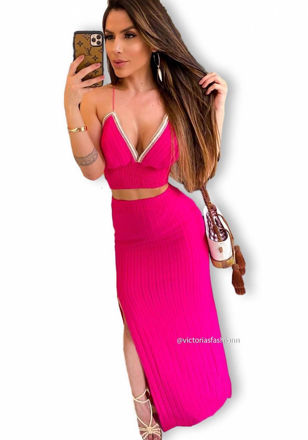 Conjunto de Cropped e Saia com Fenda Pink