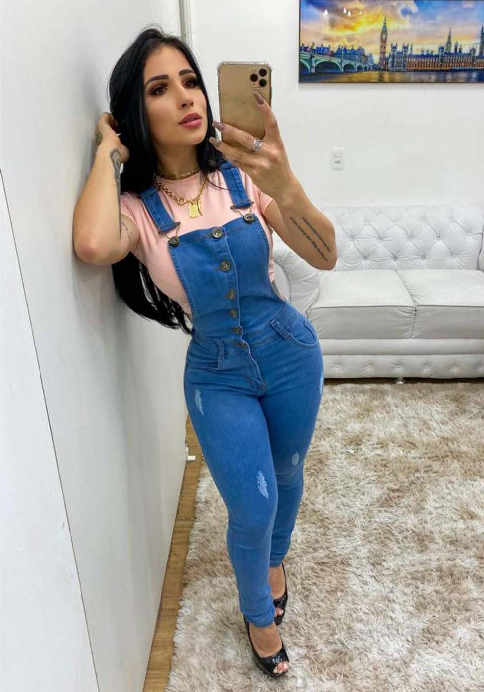 Macacão Jardineira Jeans Premium Botões - Empina Bumbum