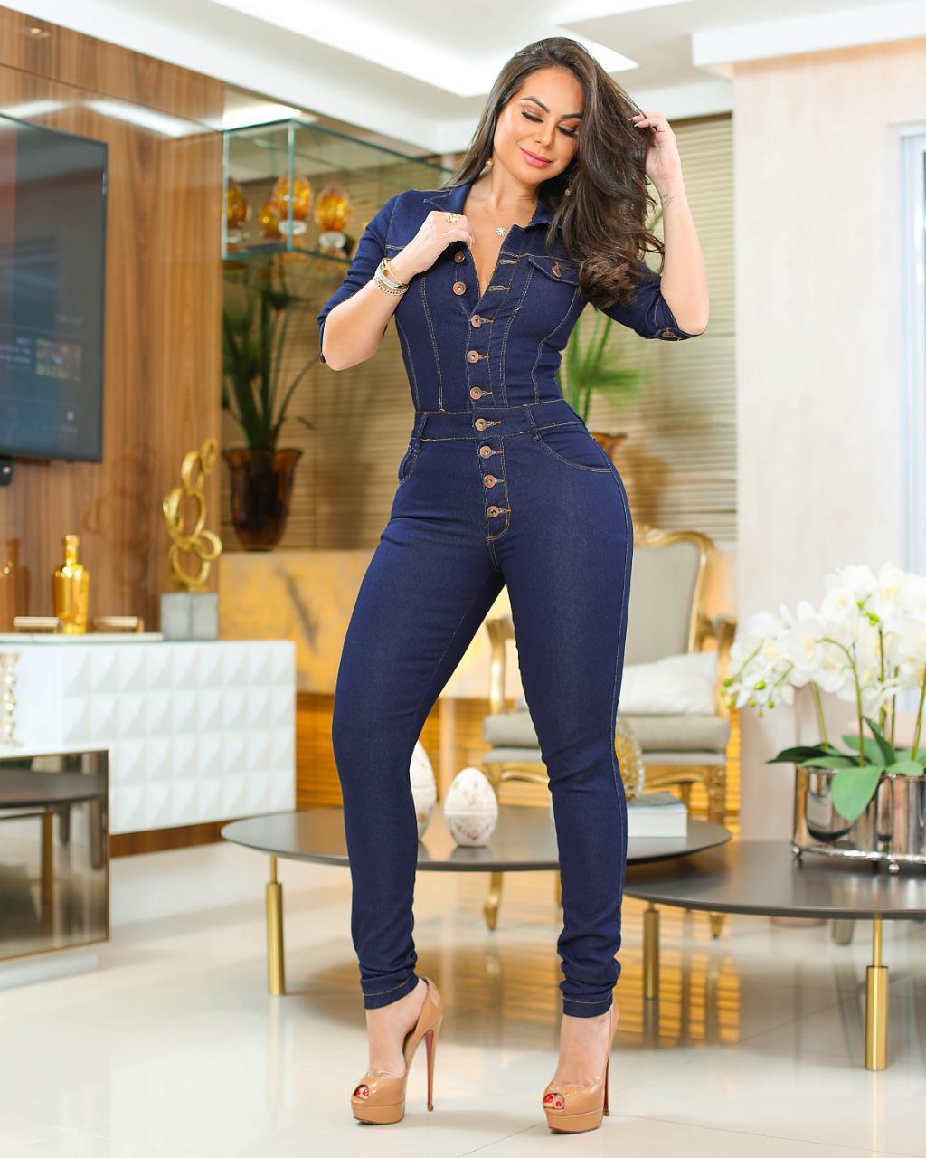 Macacão Jeans Premium com Botões Escuro - Empina Bumbum