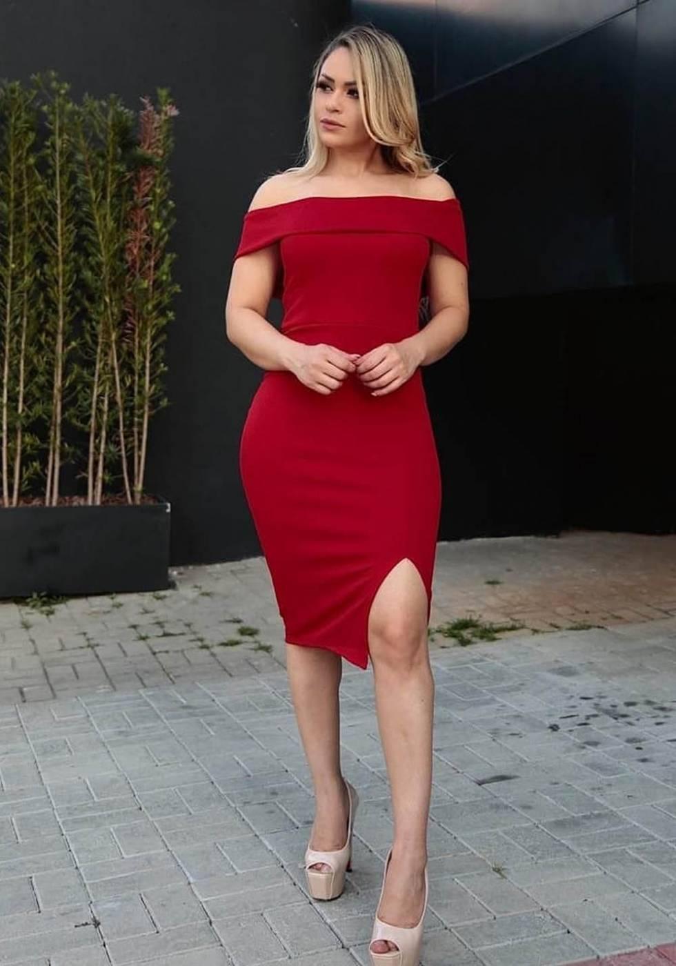 Vestido de Festa Midi com Fenda Ombro a Ombro Vermelho