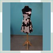 Vestido de festa preto floral curto