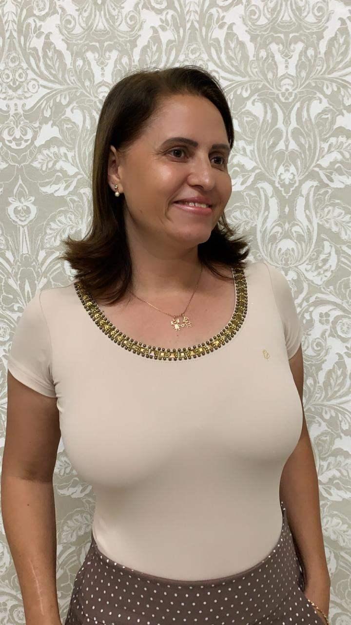 BLUSA EM MALHA LYCRA COM BORDADO NO DECOTE - VIA TOLENTINO