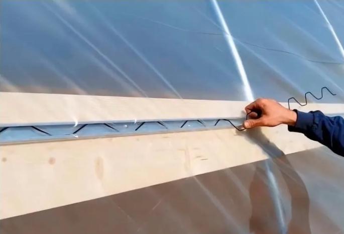 Mola Para Fixação Do Plástico na Estufa - 10 Metros