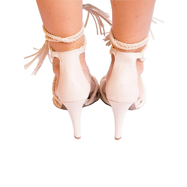 Sandália Em Cordas Amarração Off White Salto Fino