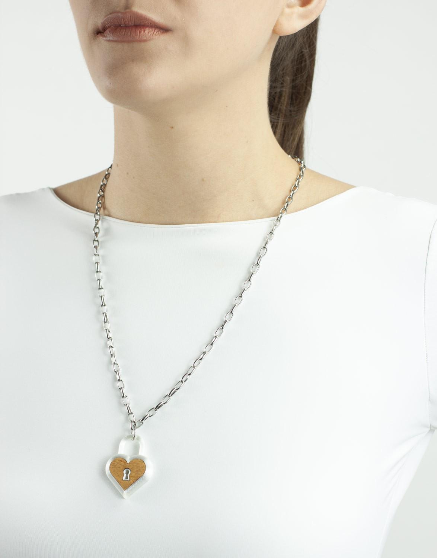 Colar Coração Cadeado 3D e Madeira