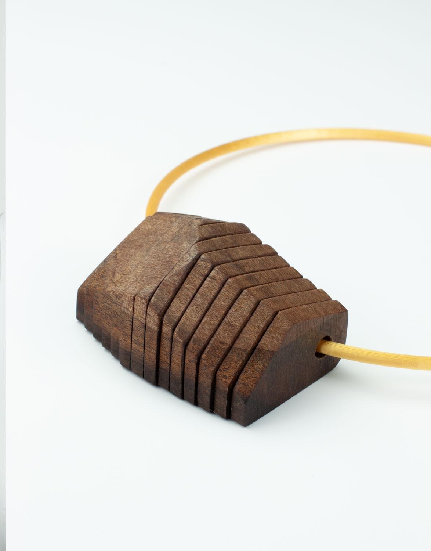 Colar Ráfia 3D e Madeira