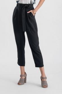 Calça pantacourt de crepe com bolso preta  Ref. 02651