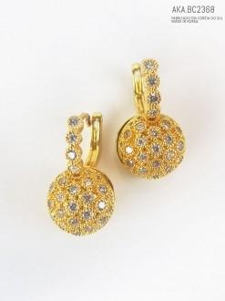 Brinco de pressão dourado com pedra imitando  cristal - AKA-BC 2368