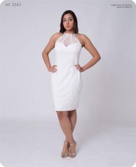 Vestido branco curto tubinho de crepe moss com guippir no decote - Ref. 2342