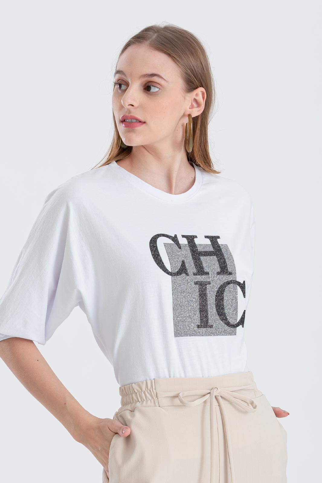 Blusa branca com estampa CHIC manga curta  Ref. 02658