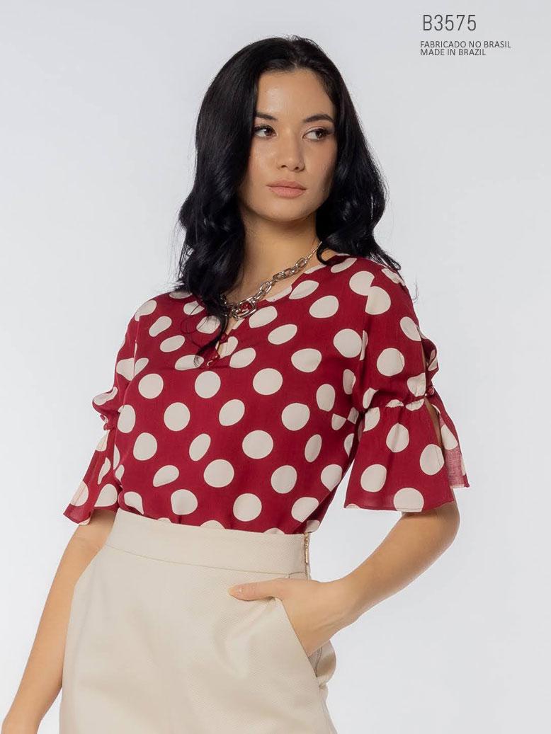 blusa vermelha com poá