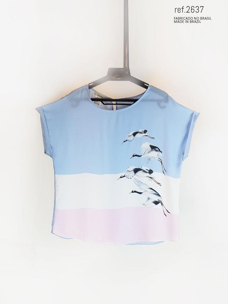blusinha azul com branco e  rosa