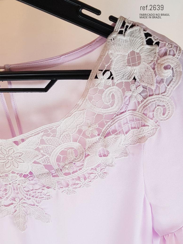 blusinha rosa com renda no decote