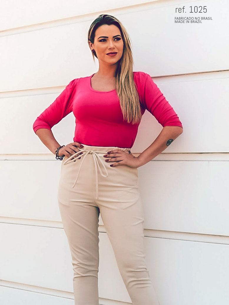 veja o look da Lucilla com blusa de manga 34 bufante