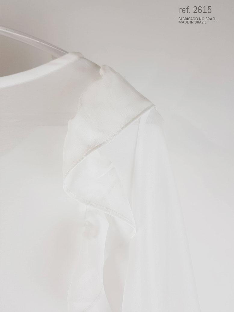 detalhe da blusa com babado