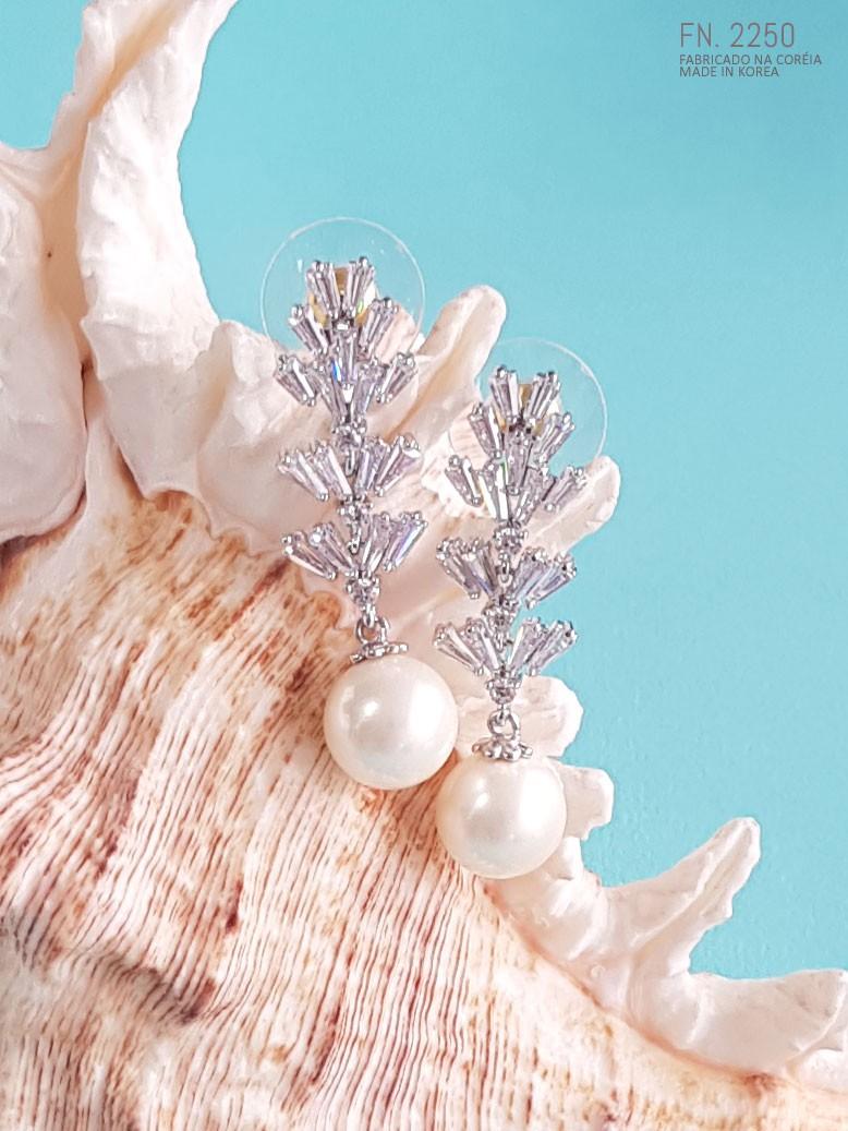 Brinco de pérola gota cristais  com nível semi jóia cod. FN010180191
