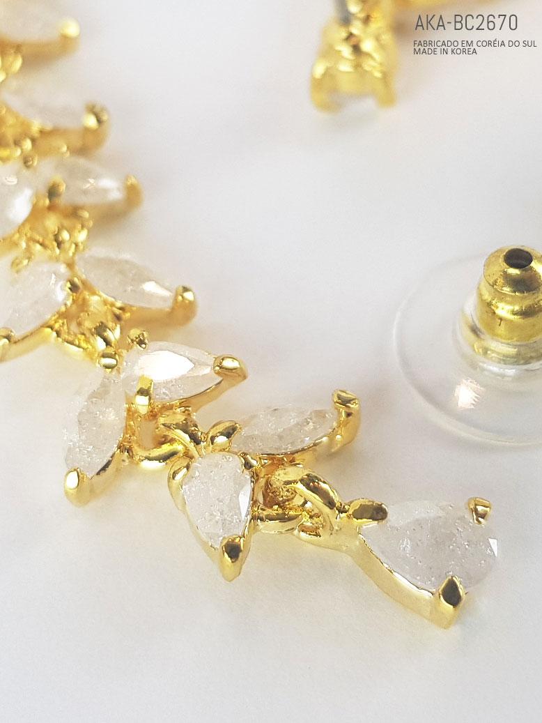 brincos dourado com cristal