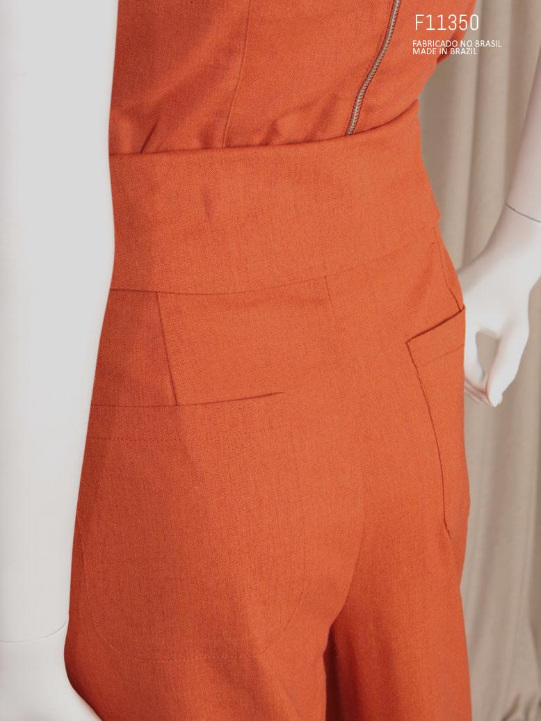 calça cenoura  com bolso