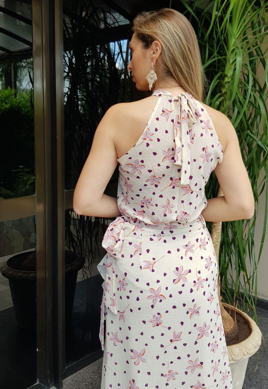 blusa com amarração atras