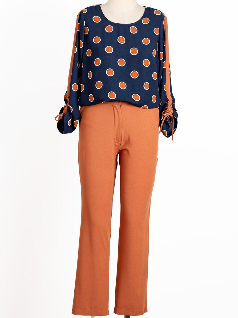 Conjunto plus size de calça com blusa estampada, detalhe na manga longa U840220 T44 50