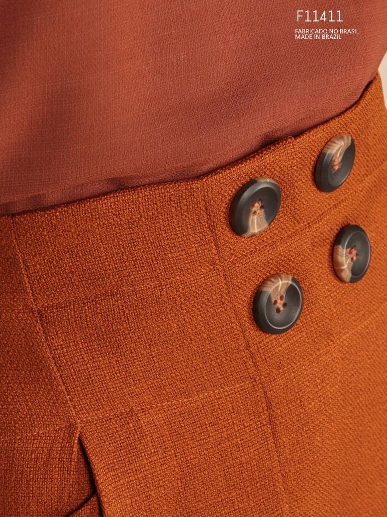 saia marrom com botões