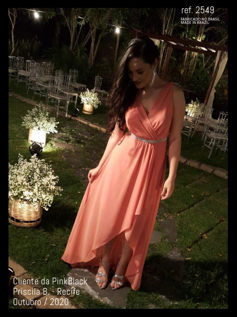 Veja como usar vestidos de festa na cor CORAL