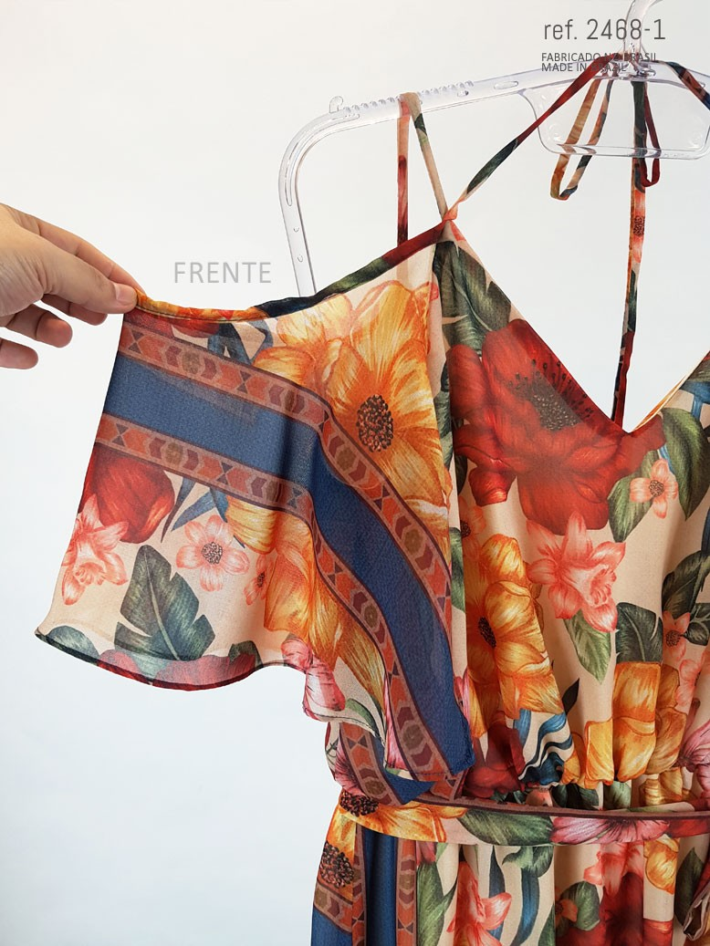 detalhe de tecido estampado do vestidona frente