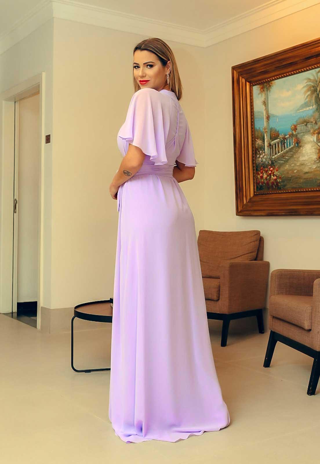 vestido longo para madrinhas na cor lilás