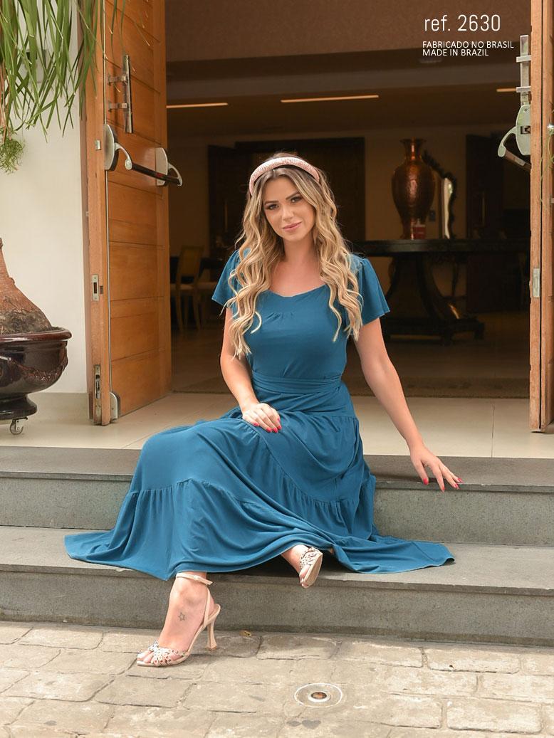 modelo com vestido azul