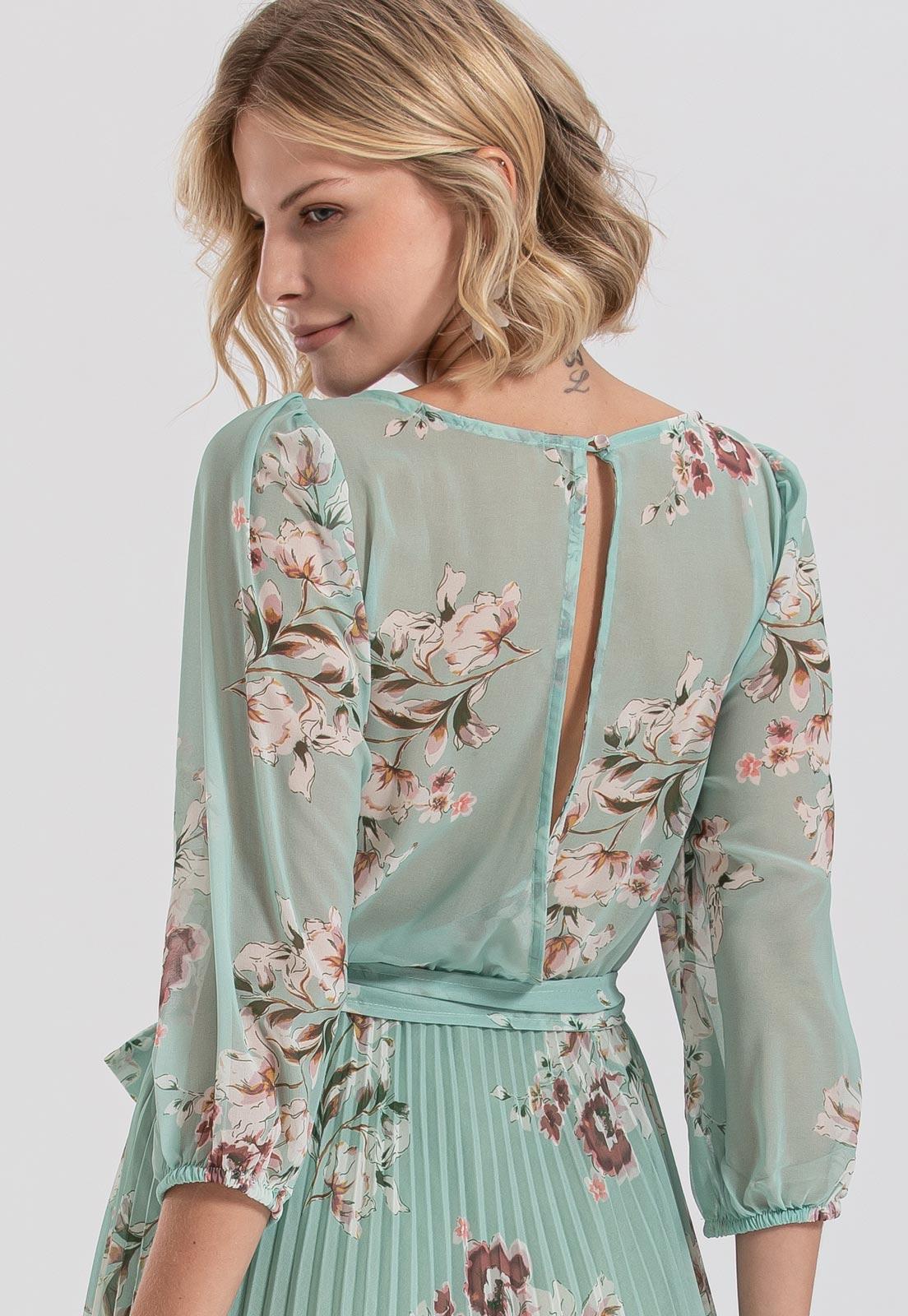 Vestido plissado floral detalhes