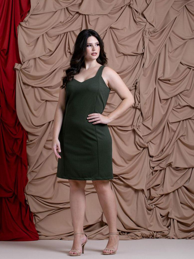 Vestido plus size no liso que valoriza silhueta feminina U629920 T42 48