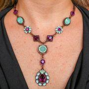 Colar médio com pedra azul e violeta