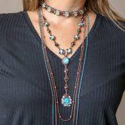 Mix de colares com choker azul infinity