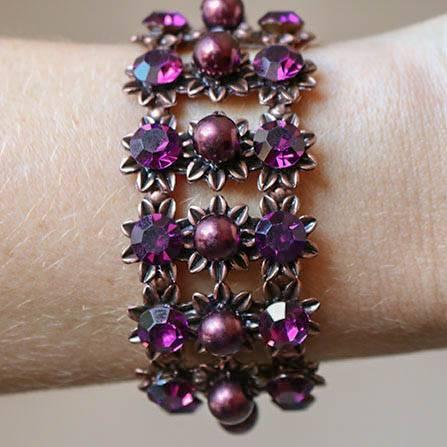 Bracelete com pérolas e strass roxo