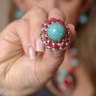 Maxi anel com pedras naturais azul e vermelho