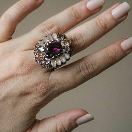Maxi brinco e maxi anel com strass e pedra ultra violeta