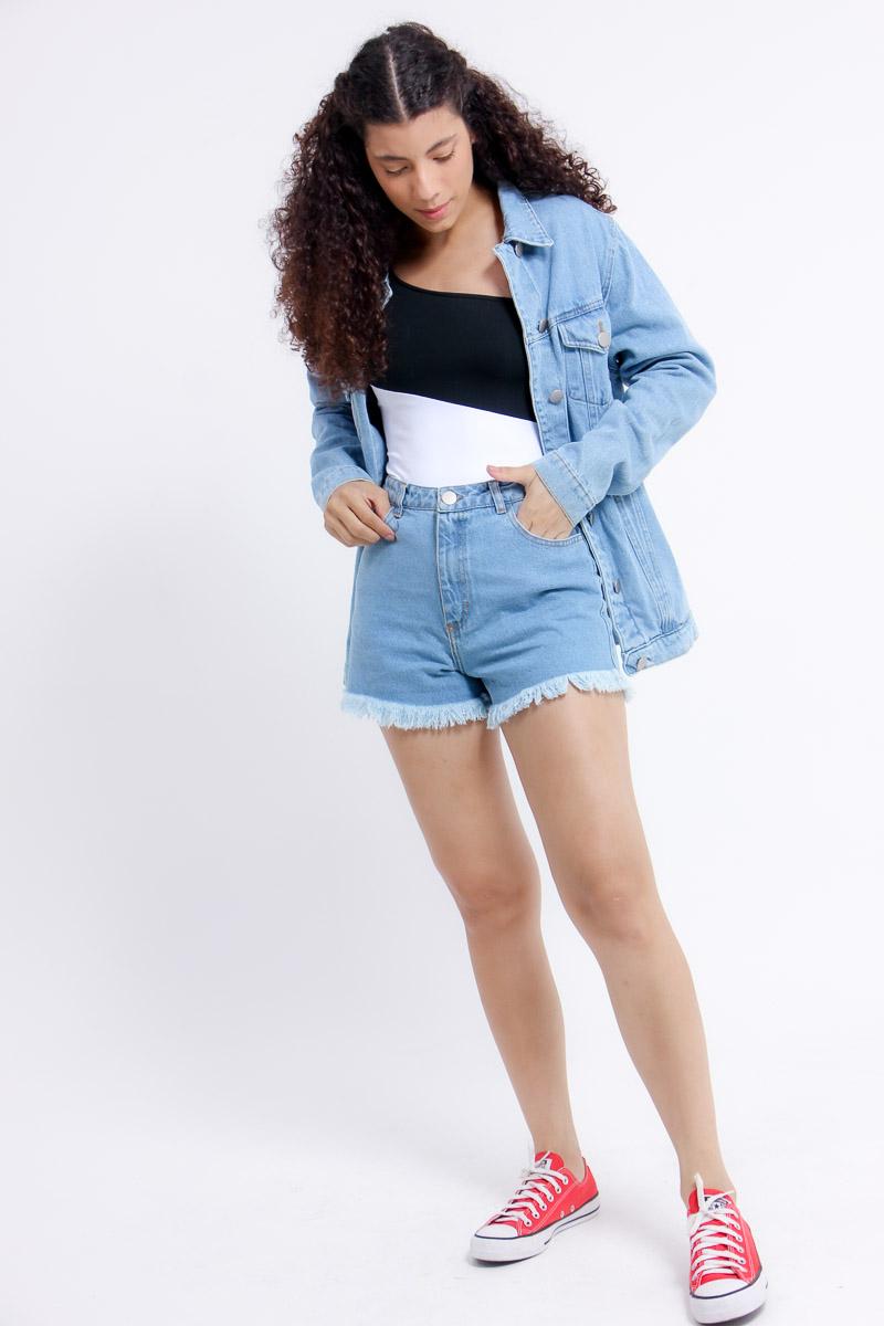 Short jeans barra desfiada