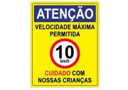 Placa PVC Velocidade Máxima 10km Cuidado Crianças Amarela