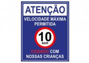 Placa PVC Velocidade Máxima 10km Cuidado Crianças Azul