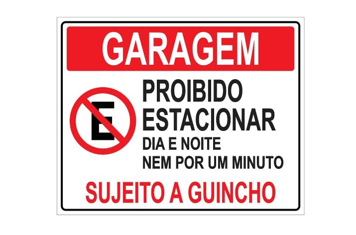 Placa PVC Garagem Proibido Estacionar Dia e Noite Branca