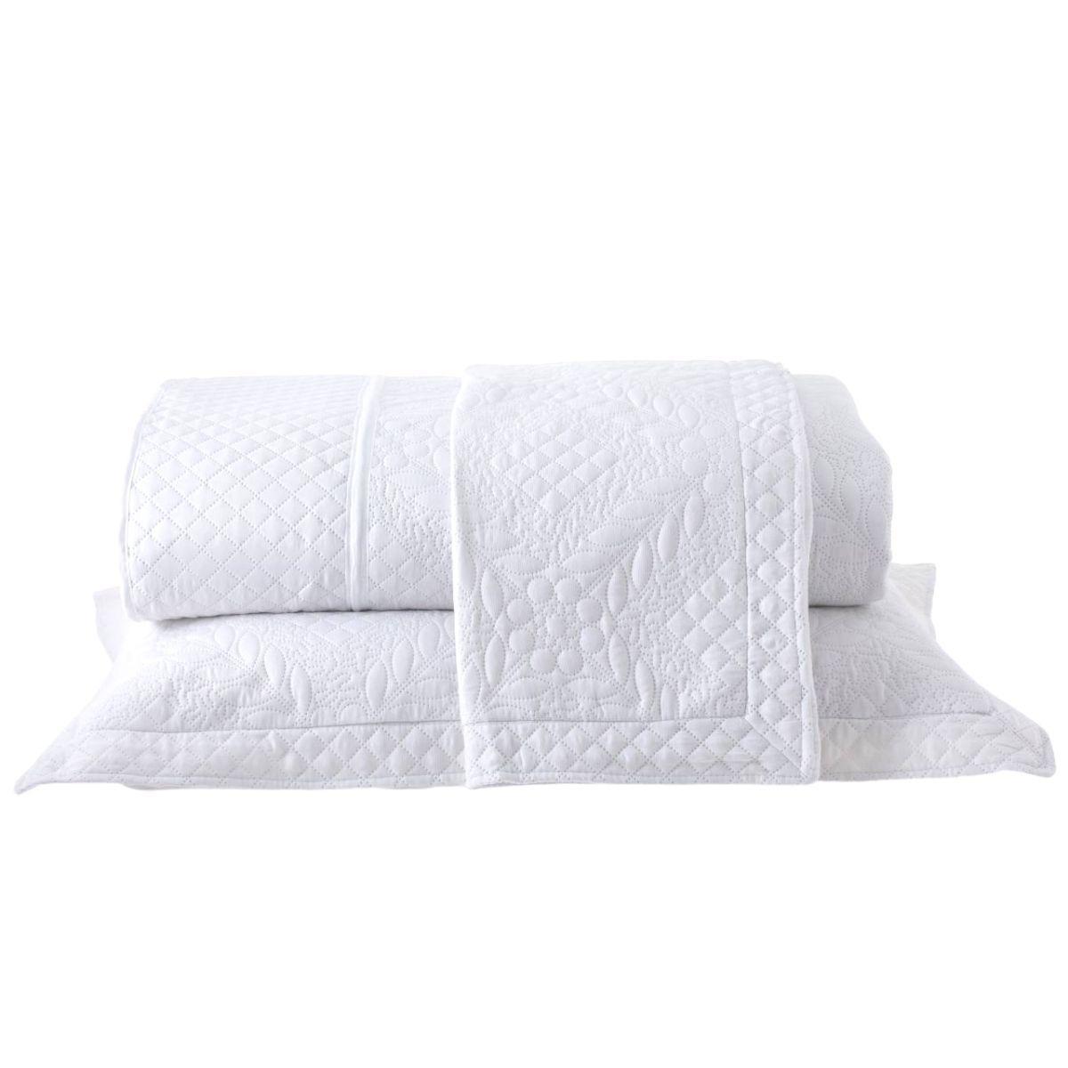 Kit: 1 Colcha Cobre-leito Provence Casal de Microfibra Ultrasonic + 2 Porta-travesseiros Branco Star
