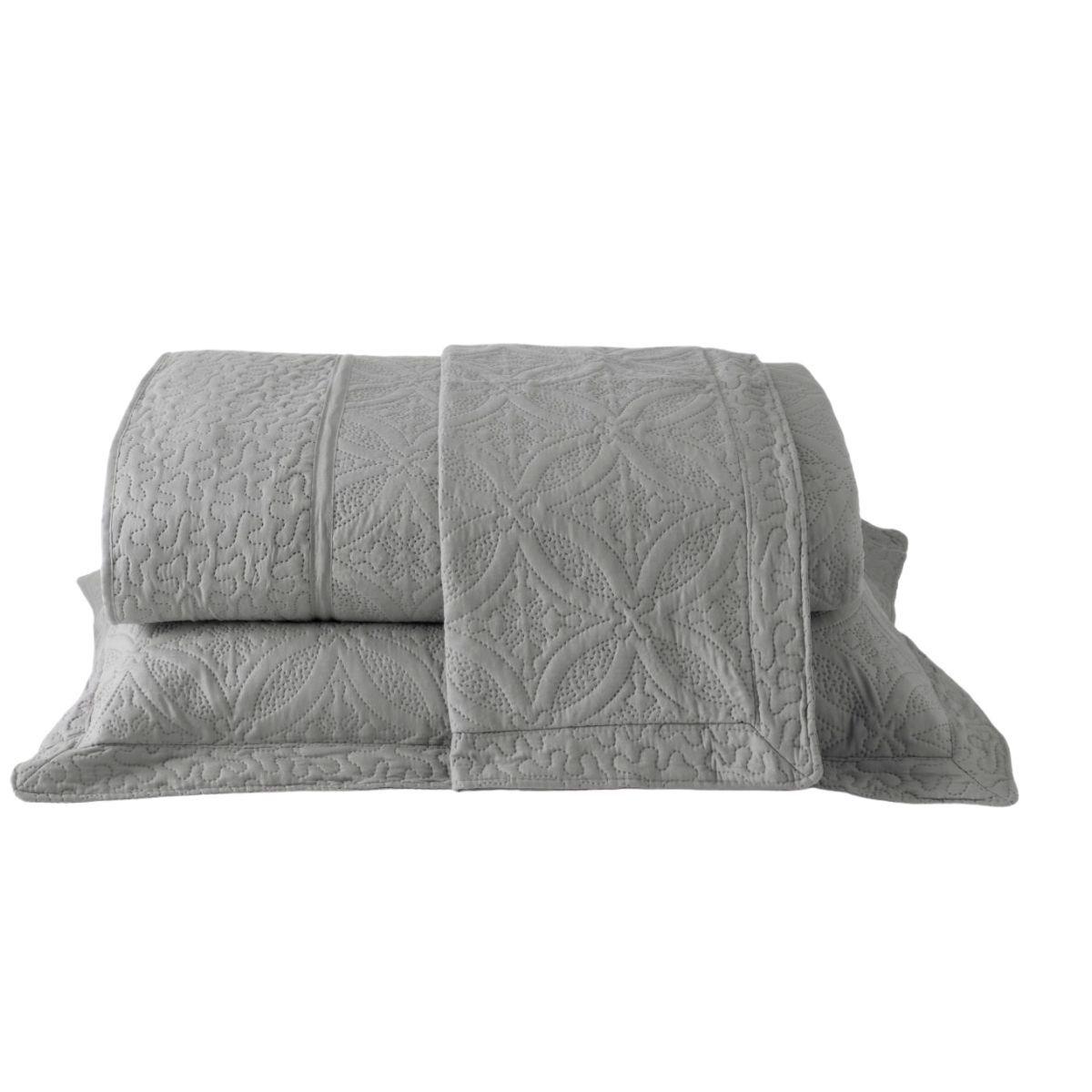 Kit: 1 Colcha Cobre-leito Provence Queen de Microfibra Ultrasonic + 2 Porta-travesseiros CINZA GELO