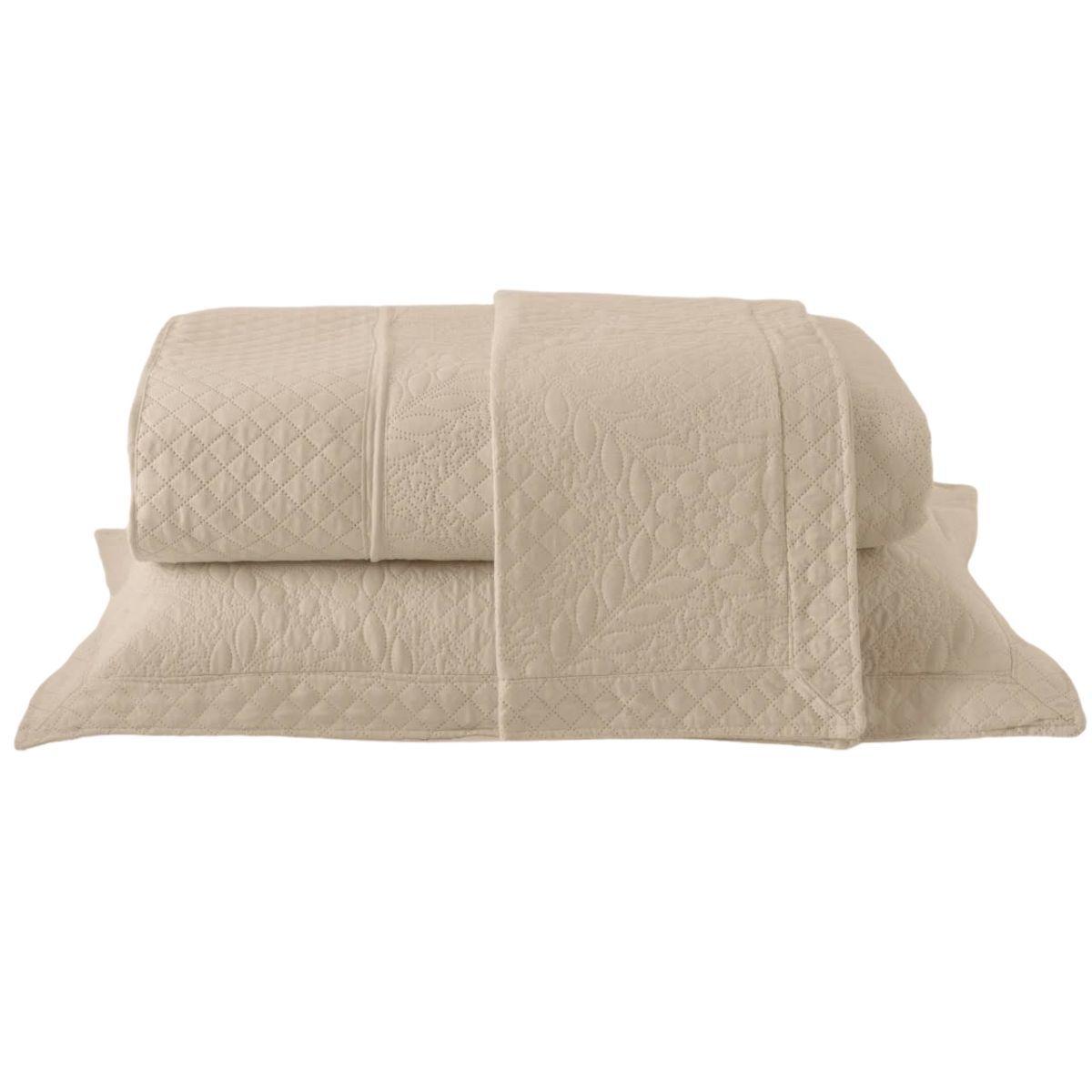 Kit: 1 Colcha Cobre-leito Provence Queen de Microfibra Ultrasonic + 2 Porta-travesseiros PALHA
