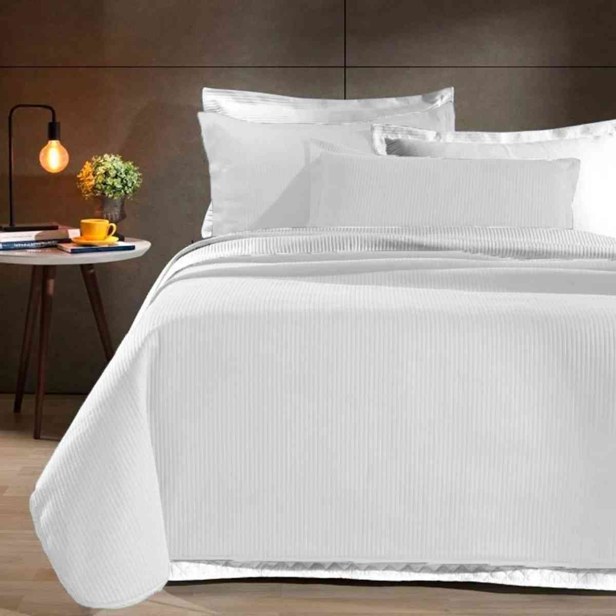 Kit: Cobre leito Colcha Queen Neomalha Ultra Soft Matelassê + 2 Porta Travesseiros Branco