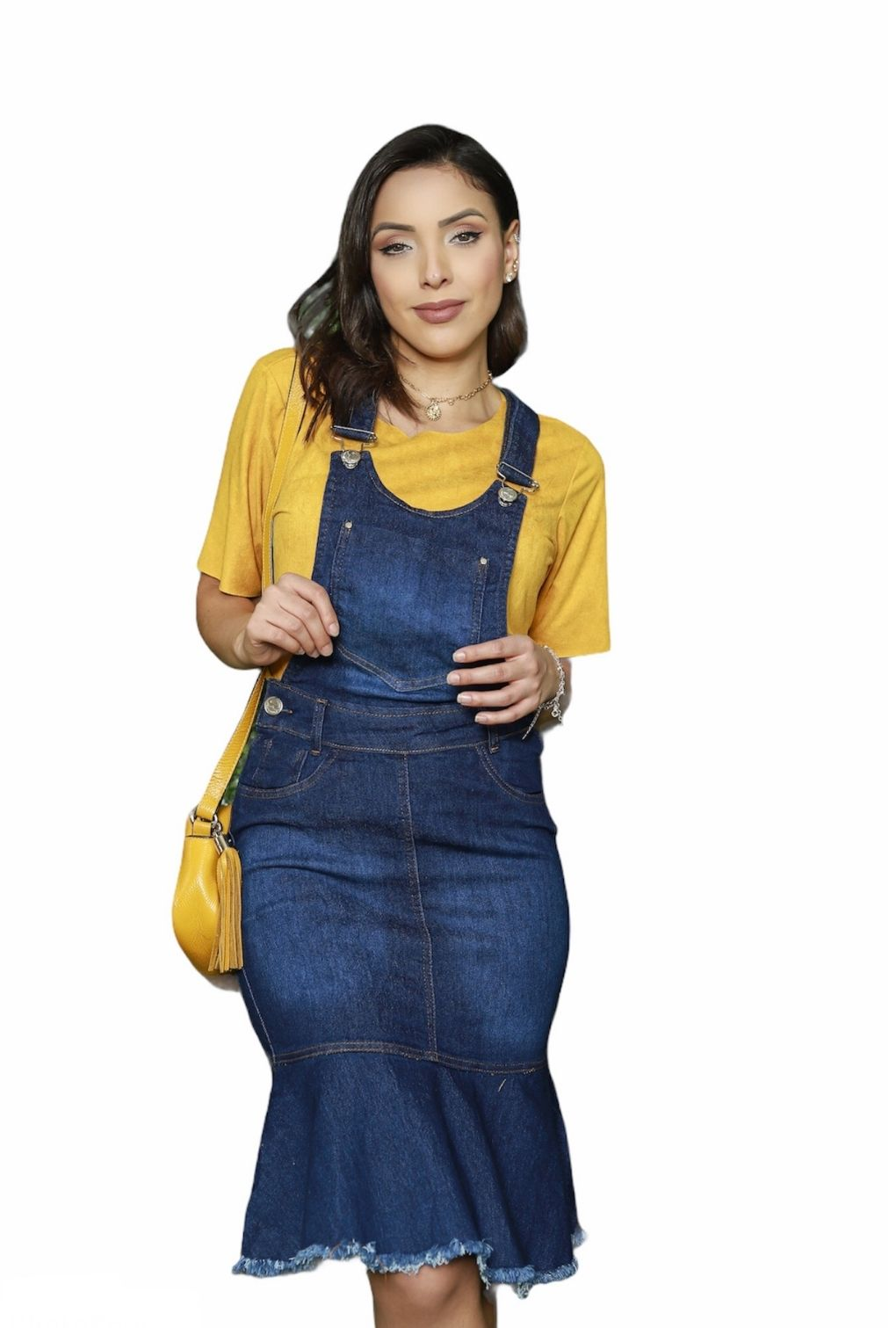 Jardineira Jeans Feminina Moda Evangélica Barra Desfiada Midi Bolso Frontal e Babado  - ModaStore | Moda Feminina