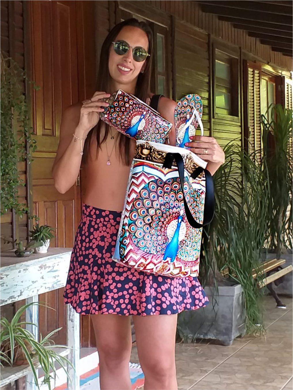 Kit Feminino Tropical Pavão Azul com Bolsa, Necessaire e Chinelo, Magicc