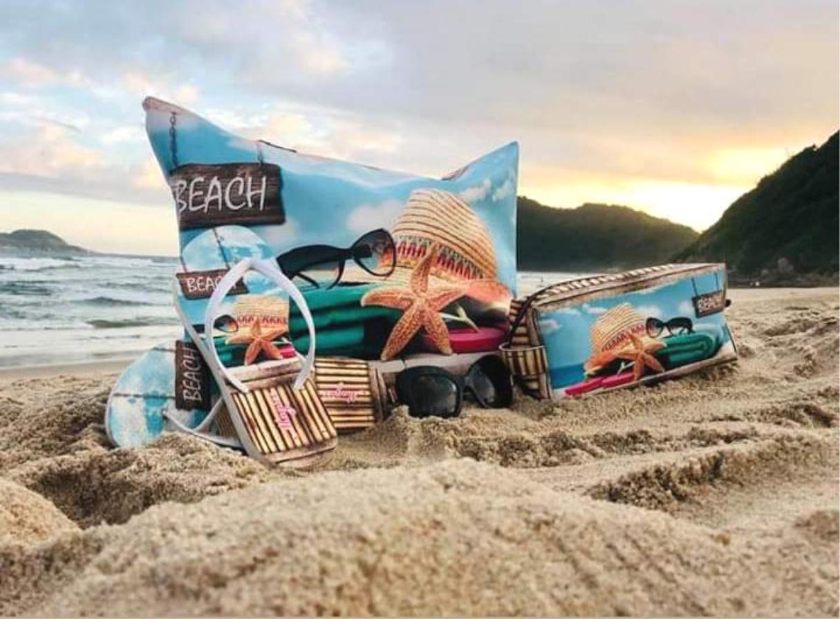 Kit Praia Feminino Chapéu e Estrela-do-Mar com Bolsa, Necessaire e Chinelo, Magicc