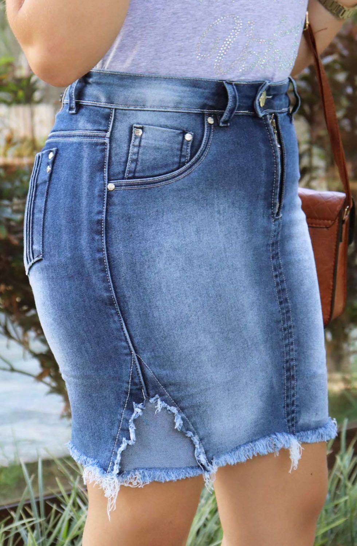 Saia Jeans Curta Com Barra Desfiada Cós Transpassado e Zíper Aparente Dyork Jeans